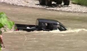 Camioneta del gobierno regional quedó atrapada en quebrada de Tumbes