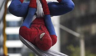 """Colombia: """"Spiderman"""" sorprende con espectaculares actos en calles de Bogotá"""