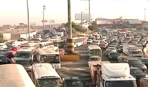 Gran congestión vehicular se registra a diario en la avenida Faucett