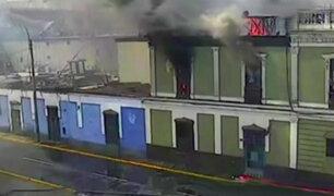Investigan causas de incendio en casona del Centro de Lima