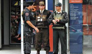 Policías en días de franco empezaron a custodiar bancos