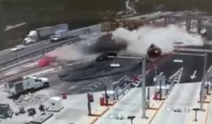 México: camión impacta contra trabajadores de un peaje