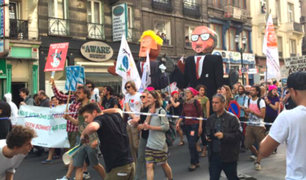 Miles protestan por llegada de Trump a Bélgica