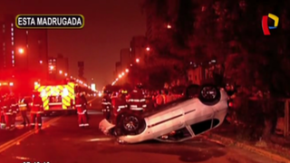 Jesús María: choque y volcadura de auto deja tres heridos
