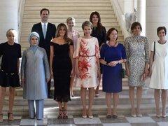 Esposo del premier de Luxemburgo posó con las primeras damas de la OTAN