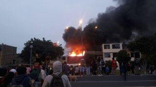 Incendio de grandes proporciones consume vivienda en avenida La Marina