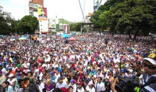 Oposición marcha por la libertad de expresión en Venezuela