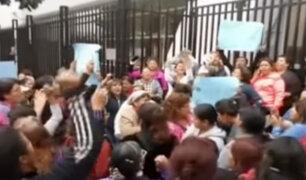 Trabajadores del Gobierno Regional del Callao reclaman sueldos atrasados