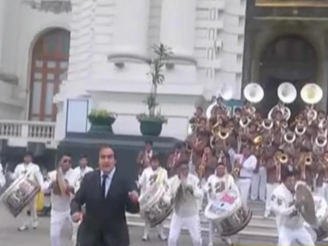 VIDEO: Yonhy Lescano bailó 'La diablada'