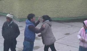 Pasco: sujeto agrede a su pareja en medio de plaza de la ciudad