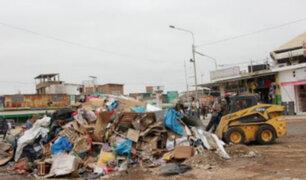 Policía desaloja a más de 300 comerciantes informales en Piura