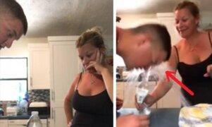 Intentó realizar truco de la botella a su madre pero ella lo deja en completo ridículo