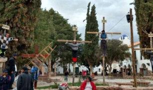 """Insólito: crucifican a niño de 9 años para """"pedir paz en el mundo"""""""