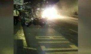 Pueblo Libre: Taxi se incendió y chofer escapó de milagro