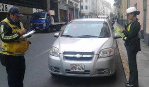 Centro de Lima: PNP impone papeletas a choferes estacionados en lugares prohibidos
