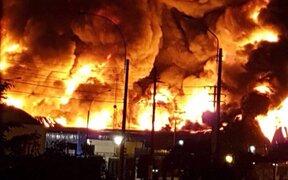 Incendio de gran magnitud se registra en almacén del Callao