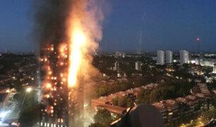 Inglaterra: difunden imágenes de residentes atrapados en incendio