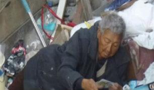 Anciana vive entre la basura dentro de su casa en La Molina