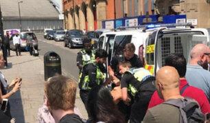 """Londres: hombre ataca a oficial de la policía al grito de """"Alá es grande"""""""