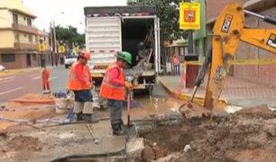 Chorrillos: camión ocasiona enorme forado en la pista