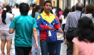 Profesionales venezolanos trabajan en distintos oficios para mantenerse