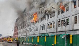 Las Malvinas: tras el incendio existe el peligro que estructura de galería colapse
