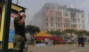 Fuego se reavivó en galería Nicolini e impidió búsqueda de desaparecidos