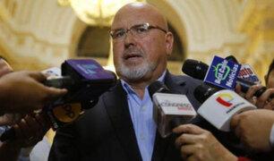 Carlos Bruce afirma que varios congresistas se reunieron con el contralor Alarcón