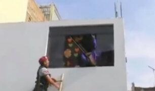 Trujillo: sujetos intentan arrojar a mujer desde segundo piso
