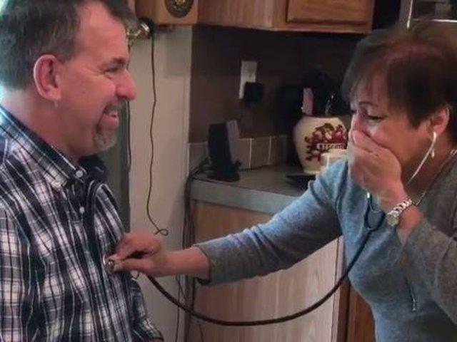 Madre escucha latidos del corazón de su hijo fallecido en el cuerpo de otro hombre