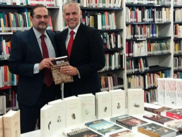 Perú entrega libros al Instituto Cervantes de Río de Janeiro