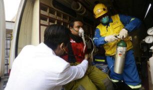 Bomberos reciben atención médica gratuita tras incendio en Las Malvinas