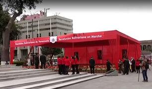 Congreso protesta por imágenes de Hugo Chávez y Nicolás Maduro en Plaza Bolívar