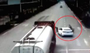China: motociclista muere tras ser embestido por irresponsable conductor