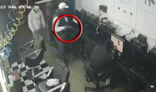 Avezados delincuentes asaltan barbería en San Juan de Lurigancho