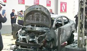 La Victoria: taxi estalla y se incendia en grifo