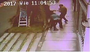 Surco: presuntos 'marcas' le arrebatan bolso a un transeúnte