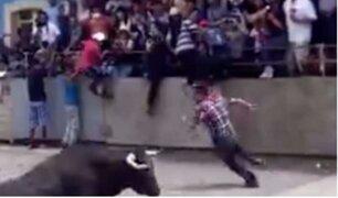 México: un toro embistió y dejó gravemente a un hombre