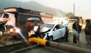 Carretera Central: caída de poste genera gran congestionamiento vehicular