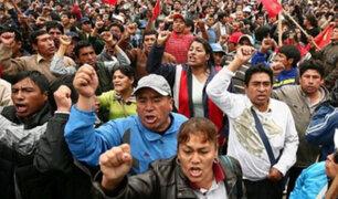 Huelga de maestros: profesores y policías se enfrentaron en la Av. Abancay