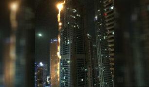 Dubái: impresionante incendio se registró en rascacielos de 86 pisos