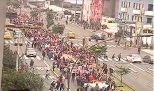 Policías y maestros se enfrentan nuevamente frente al Congreso