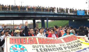 Marcha de profesores desata el caos en el Centro de Lima