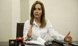 Pese a críticas Marilú Martens descarta renunciar al Ministerio de Educación