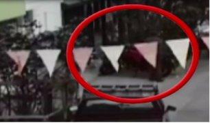 Sujetos roban moto estacionada en vivienda de Los Olivos