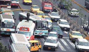 Realizan campaña contra conductores que invaden el carril de emergencia