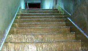 Comas: tres familias afectadas por rotura de tubería de desagüe