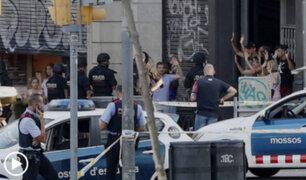 Medios de comunicación informan sobre atentado terrorista en Barcelona