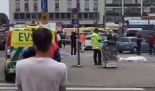 Pánico en Finlandia: sujeto acuchilló a varias personas en concurrida plaza