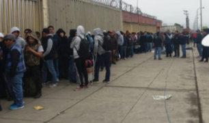 Largas colas en el inicio de venta de entradas para el Perú - Bolivia